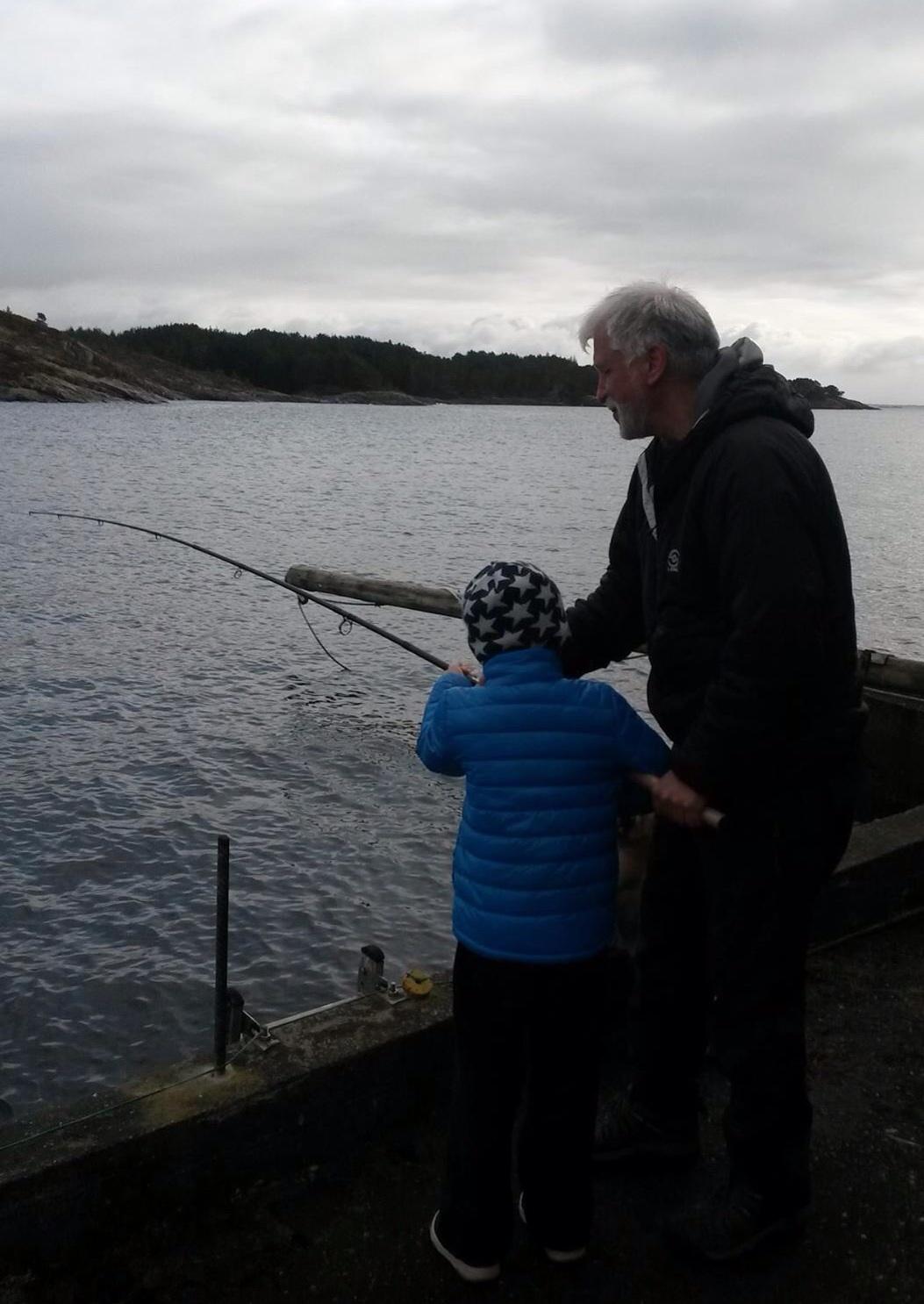 Vi har med fiskestenger og masse aktiviteter, så vi kan gjøre noe inne, hvis været svikter